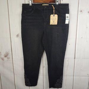 NWT Democracy High Rise Ankle Skimmer Black Jean